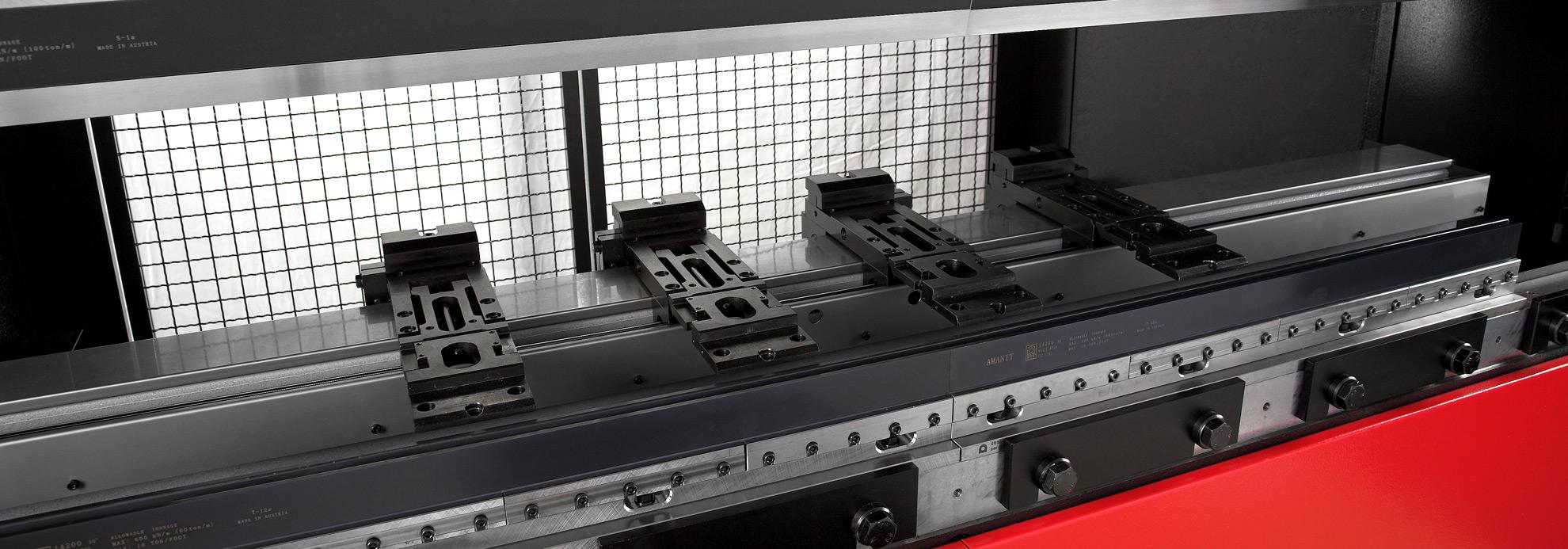 High performance press-brake backgauge rail made of an extruded aluminium