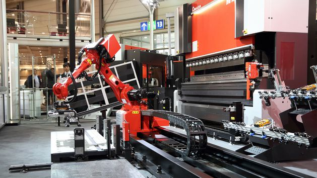 HG-1303 Rm a combination of automatic robot systems with modern servohydraulic press brake